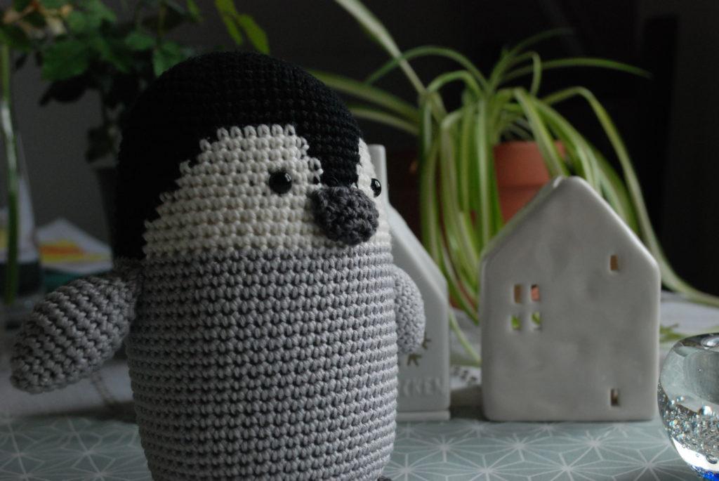 Amigurumi au crochet petit pingouin