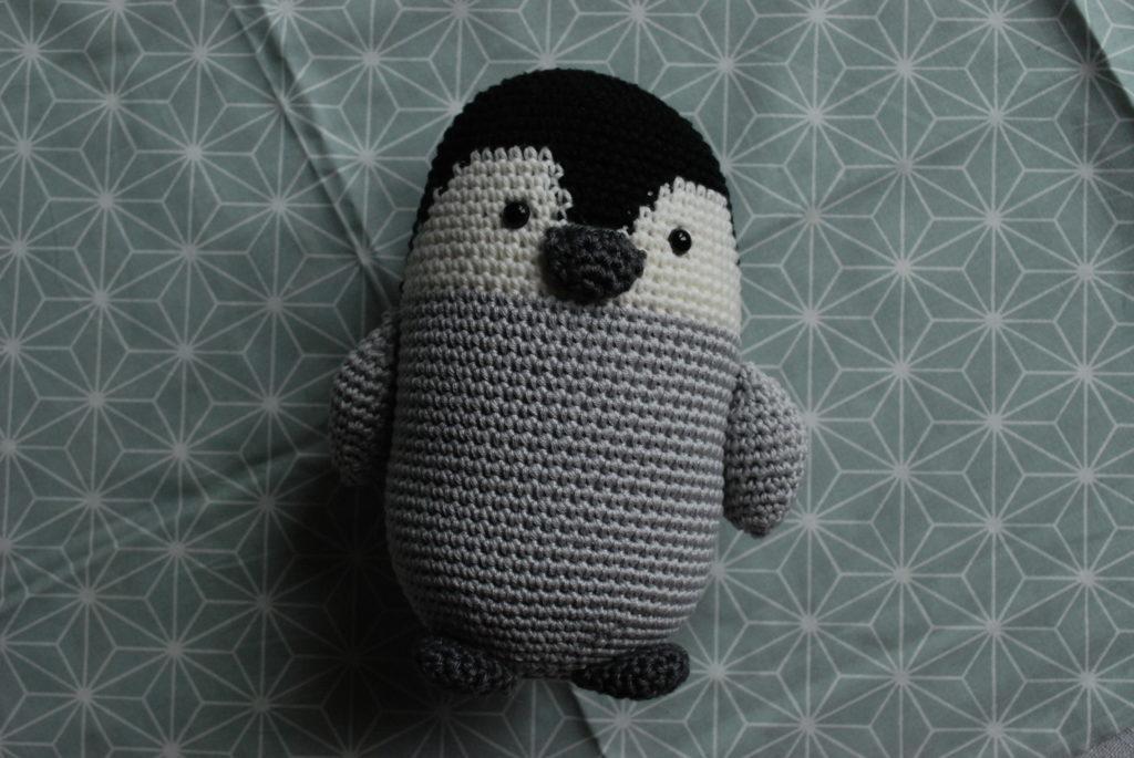 Bébé pingouin au crochet
